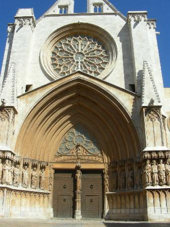 Ona Jardines Paraisol: cathedral in tarragoona