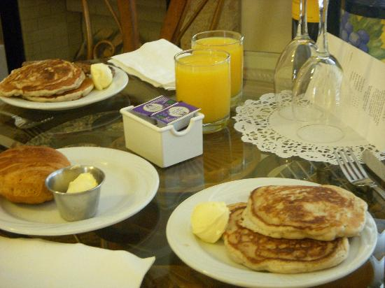 Bel Abri Napa Valley Inn : Pancake Breakfast