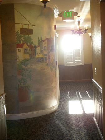 Bel Abri Napa Valley Inn: Hallway Mural