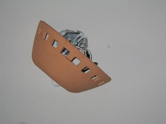 VIK Hotel Arena Blanca: Zimmerlampe ausgerissen