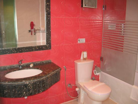 Zayed Hotel: Bathroom