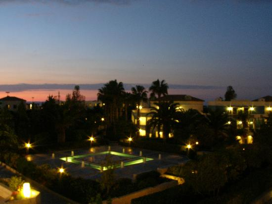 Aldemar Royal Mare Thalasso Resort: Night view