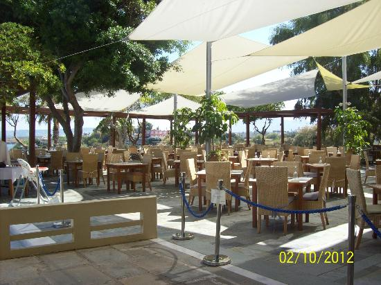 Panorama Hotel - Chania: The open air dining room