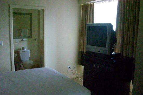 One King West Hotel & Residence: Superior room - TV
