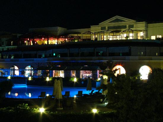 Aldemar Royal Mare Thalasso Resort: Main building night view