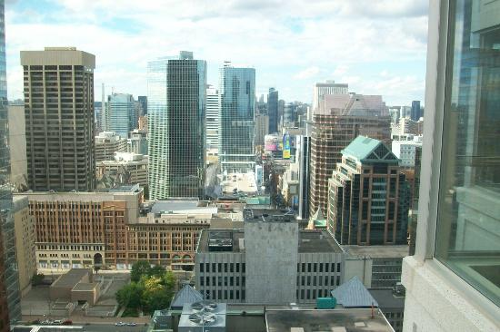 One King West Hotel & Residence: View from 32nd floor Superior room