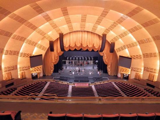 Radio City Music Hall Stage Door Tour: Escenario desde la mezzanine del RCMH.
