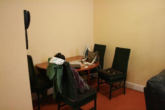 هوتل إيزاكس كورك: Dining table area