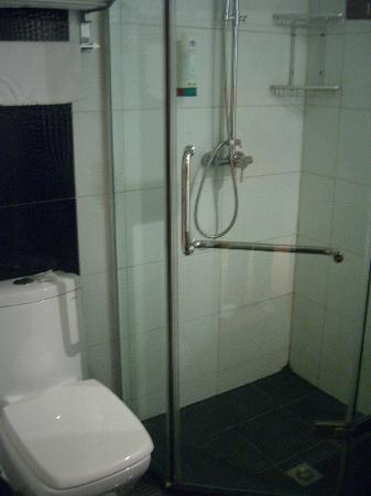 Shatan Hotel: Bathroom