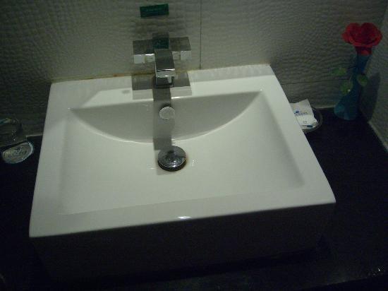 Shatan Hotel: Sink