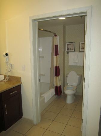 Residence Inn Lafayette Airport: Bathroom