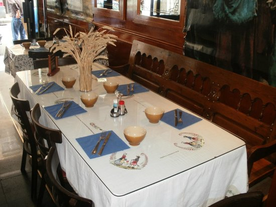 Les Glenan: A table...