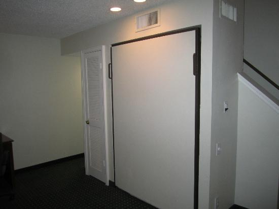 Residence Inn Houston Medical Center/NRG Park: Pull Down Bed on First Floor