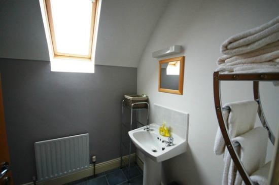 Roadford House Restaurant & Accommodation: BEAUTIFUL Bathroom :)