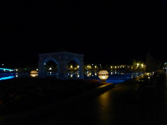 Hilton Dalaman Sarigerme Resort & Spa: Main Pool by night