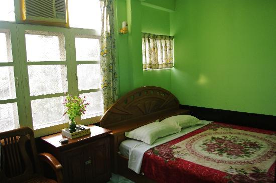 ET Hotel : Comodísima y limpia cama