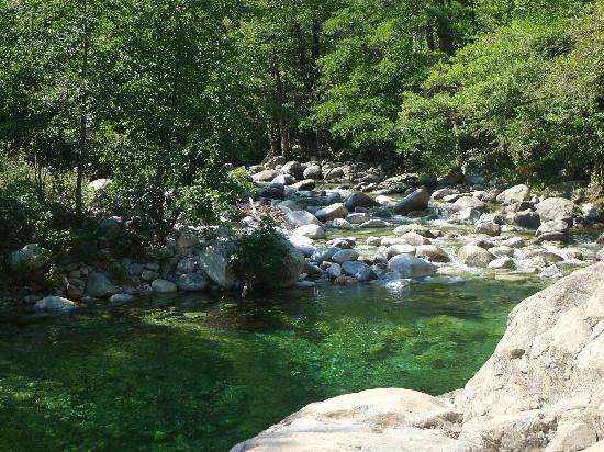 Les Jardins De La Glaciere: River