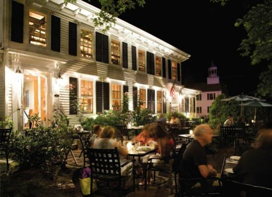 Winslow's Tavern : Front patio at night