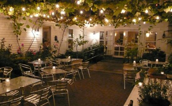 Winslow's Tavern: Rear patio