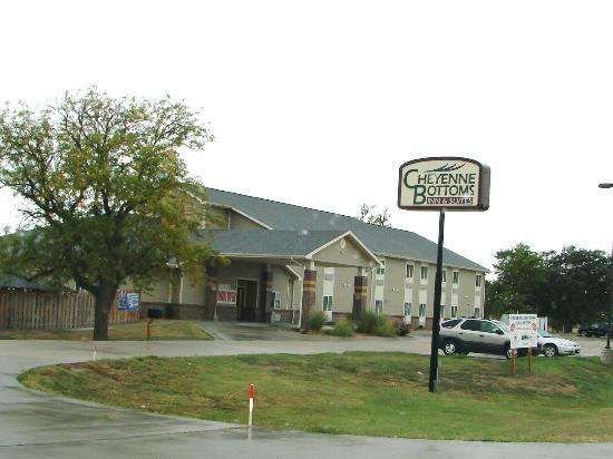 Rodeway Inn & Suites Hoisington: Close to the Cheyenne Bottoms area for viewing or Van touring