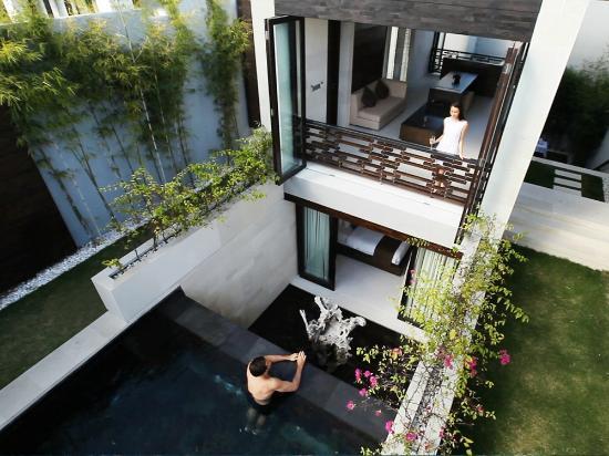 eqUILIBRIA SEMINYAK: Signature Villa - The Waterfall Design