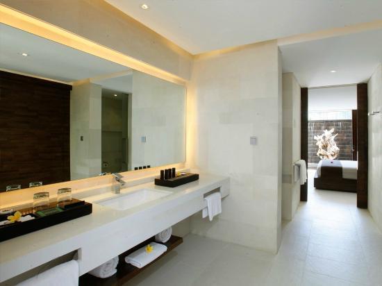 eqUILIBRIA SEMINYAK: Signature Villa - Bathroom