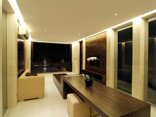 eqUILIBRIA SEMINYAK: Signature Villa - Living Room