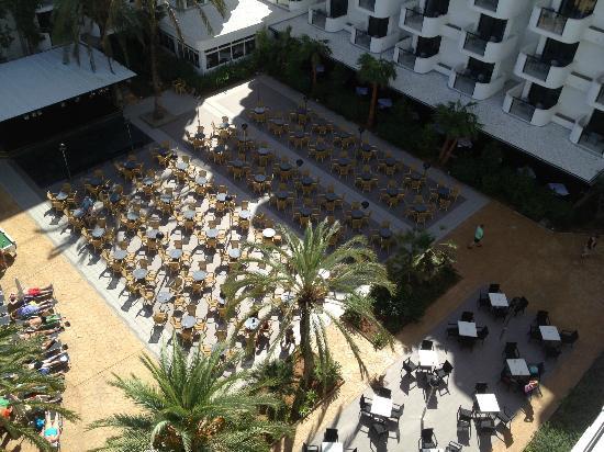 Protur Palmeras Playa Aparthotel: Entertainment area view from room