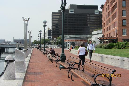 InterContinental Boston: Boardwalk to the rear of the hotel