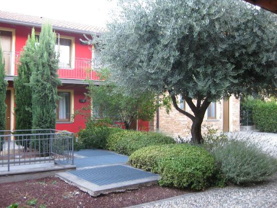 La CorteNuova Residence: 小花园