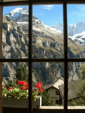 Chalet Hotel Alpenruh: Mountain View from Room
