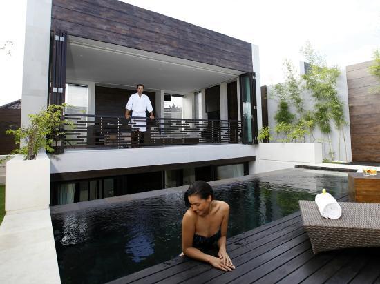 eqUILIBRIA SEMINYAK: Waterfall Villa - Pool & Garden