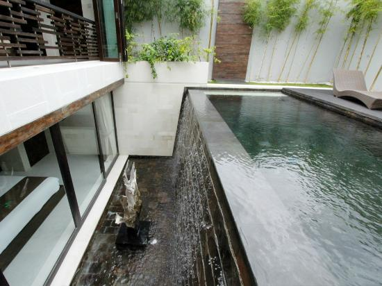 eqUILIBRIA SEMINYAK: Waterfall Villa - The Waterfall