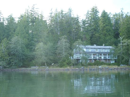 Red Crow Guesthouse: View of the B&B from the water