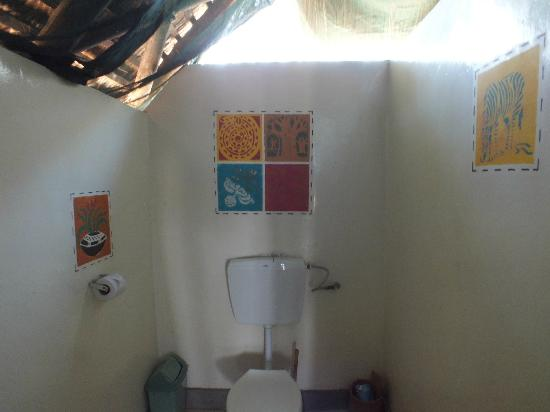 Tarangire Safari Lodge: WC in separate room