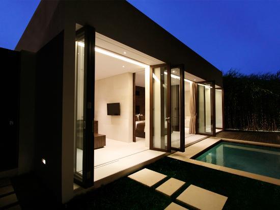 eqUILIBRIA SEMINYAK : Pool Villa - Pool & Garden
