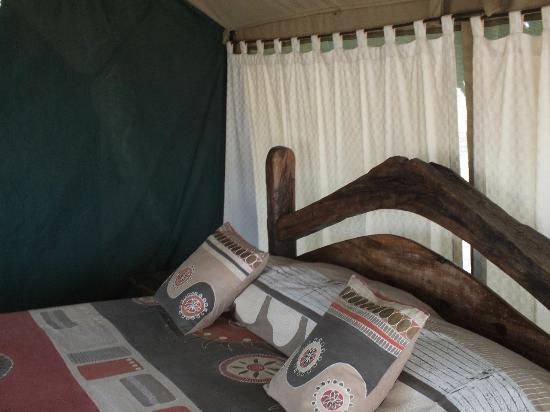 Tarangire Safari Lodge: Another view of the roomy bed.