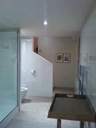 Bathroom entrance room 65