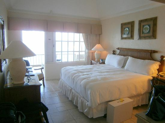 بلو ووترز ريزورت آند سبا: our ocean front room/honeymoon suite!!