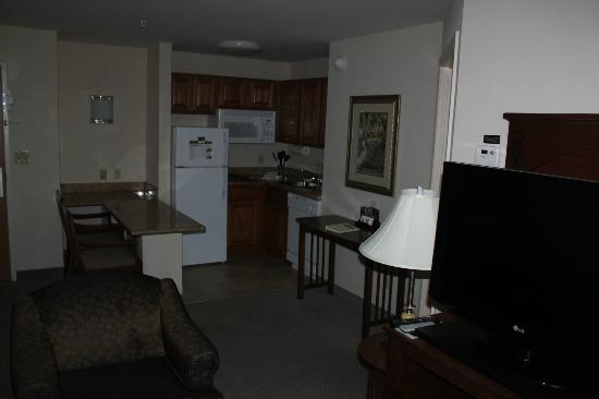 Staybridge Suites Davenport: Kitchenette