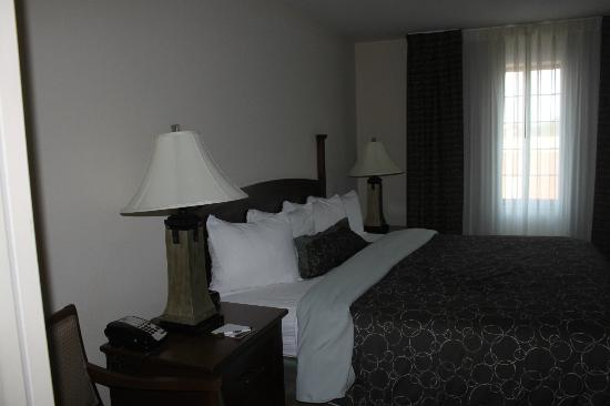Staybridge Suites Davenport: King Size bed