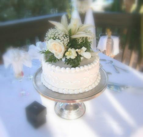 Blue Waters Antigua: yum-wedding cake