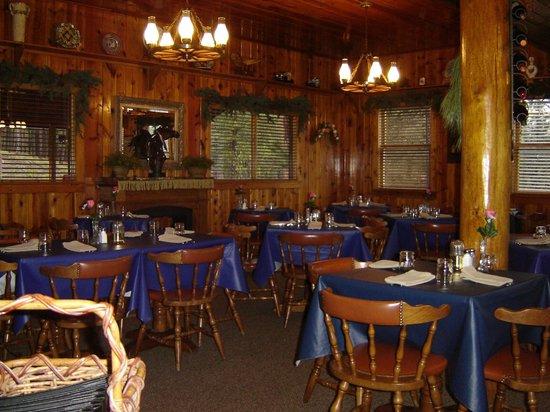 Horse Creek Inn Restaurant & Campground: Horse Creek Inn Dining Room