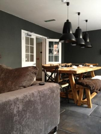 Swain House: cozy breakfast table and lounge area