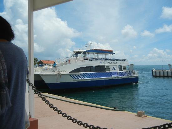 Las Casitas Village, A Waldorf Astoria Resort: Ferry to Island