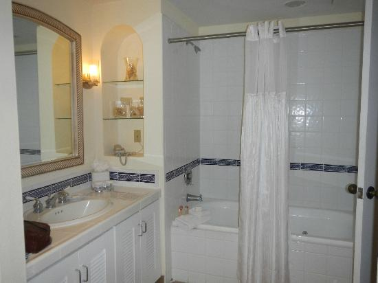 Las Casitas Village, A Waldorf Astoria Resort: Villa Bathroom