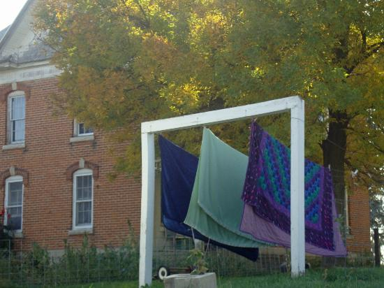 Bluffscape Amish Tours : Amish farm featuring quilts for sale