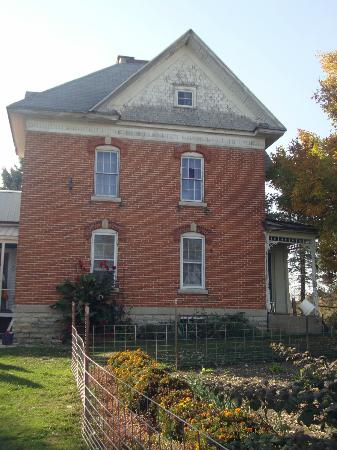 Bluffscape Amish Tours: The only brick Amish home we saw on the tour