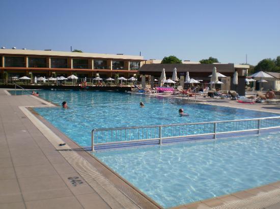 Island Blue Hotel: Pool