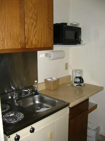 Siesta Motel: Kitchenette